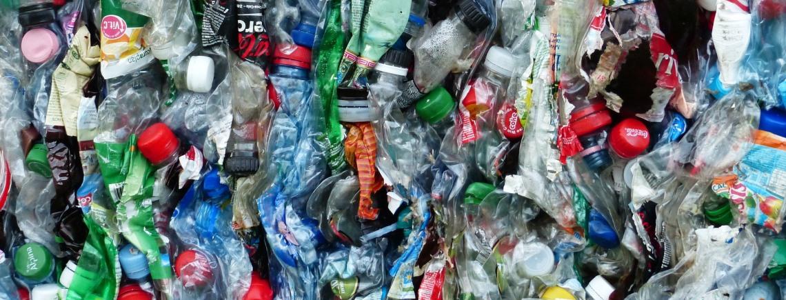 plastic flessen 1140x435.jpg